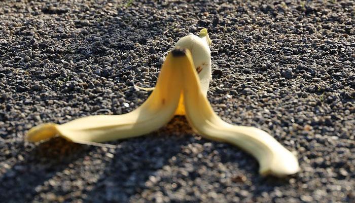 Té de conchas de plátano para plantas